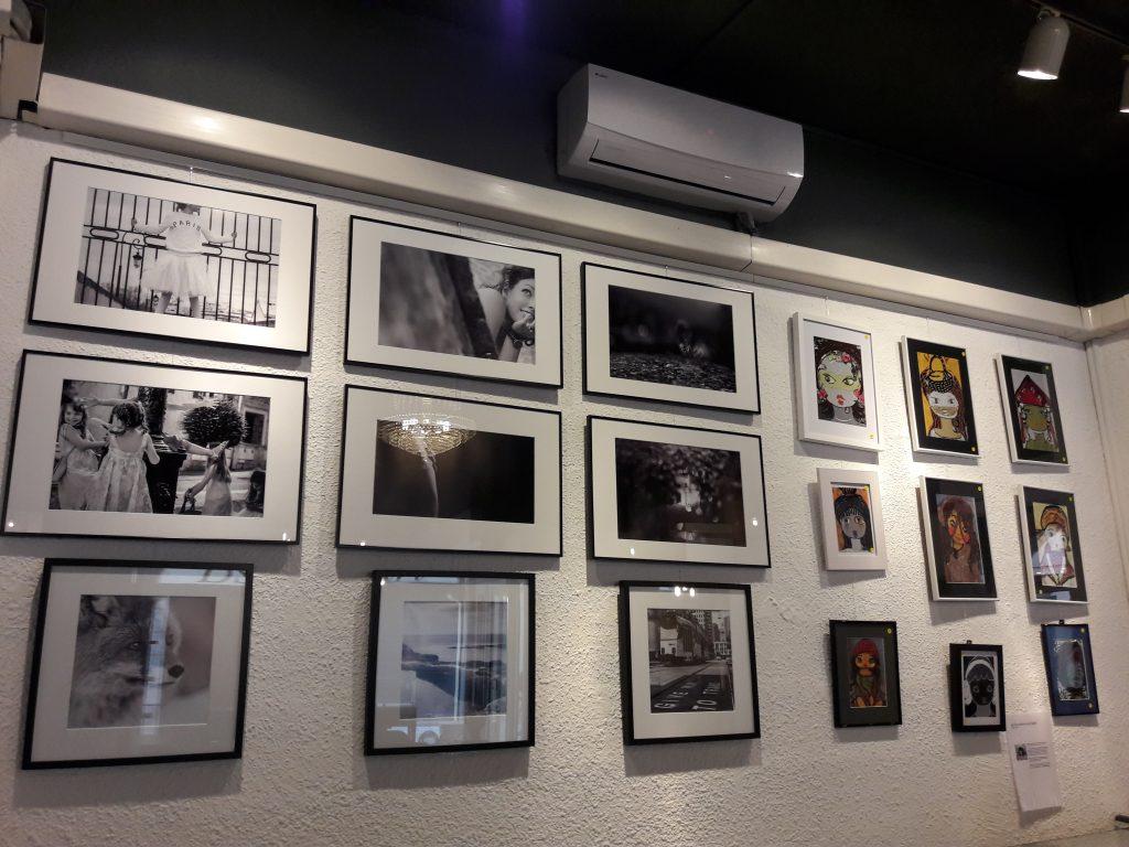 Les photographies de Lora et les peintures de Marli